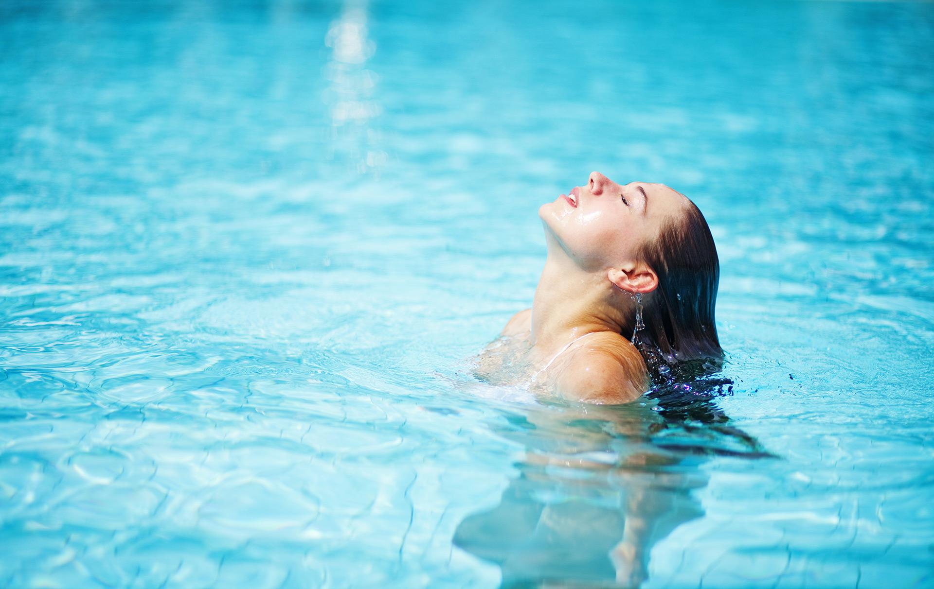 Limpieza de tu piscina con productos químicos