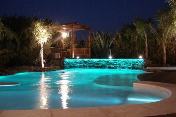 Mantenimiento de piscinas o spa con automatización